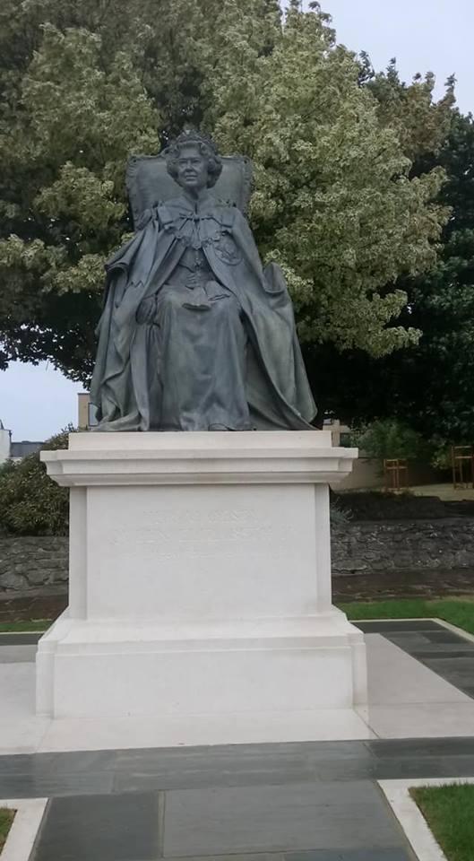 lilibet statue