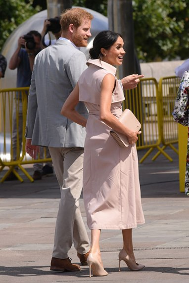 meghan-markle-pink-trench-a