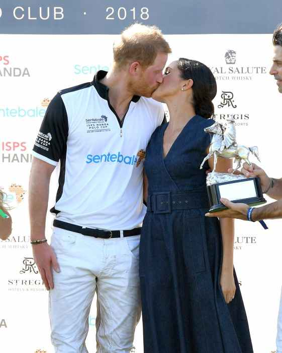 Prince-Harry-Meghan-Markle-kiss-z