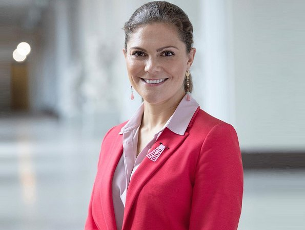 Crown-Princess-Victoria-1