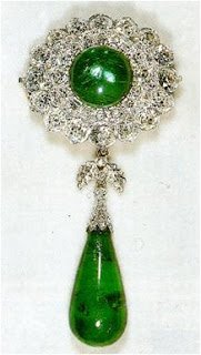 Round Cambridge Emerald brooch