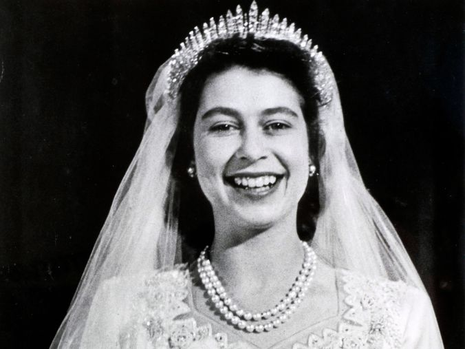 queen wedding pearls