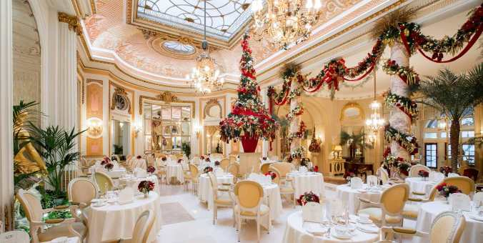 Christmas-inside-The-Palm-Court