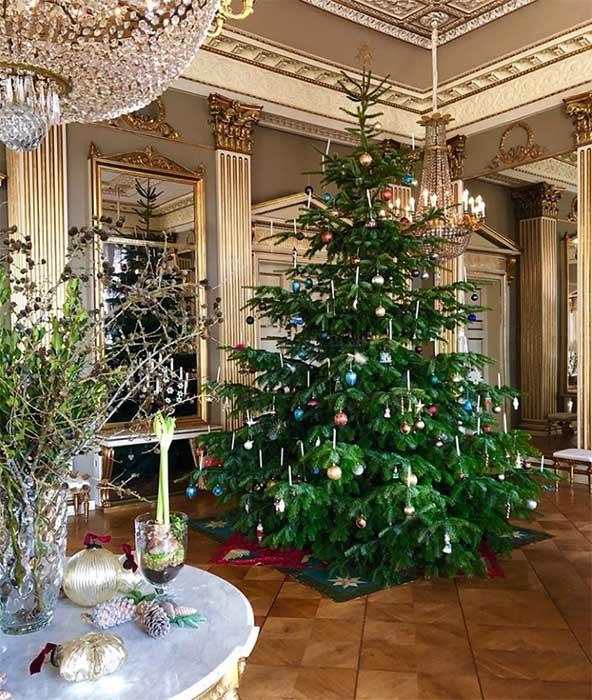 Crown-Princess-Mary-Christmas-tree-z