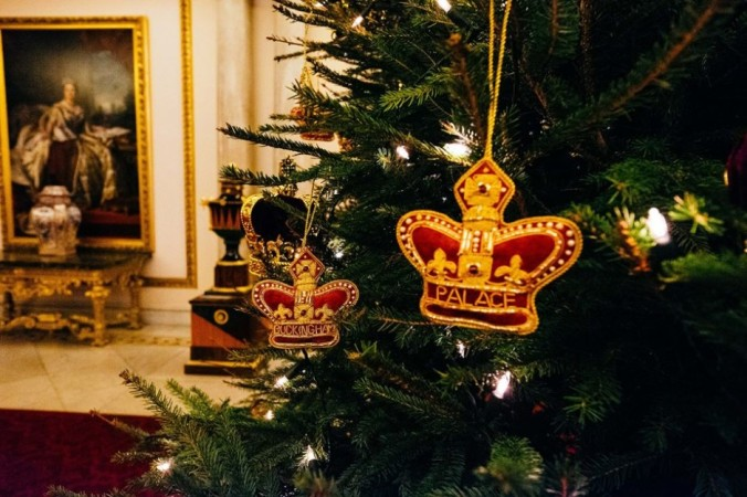 christmas decorations buckingham palace 2018