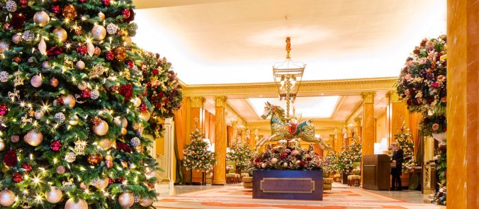 london-the-dorchester-christmas-decorations-interior-christmas-tree-1920x840-header-landscape-1