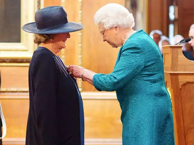 maggie-smith-receives-royal-honour-from-queen-elizabeth