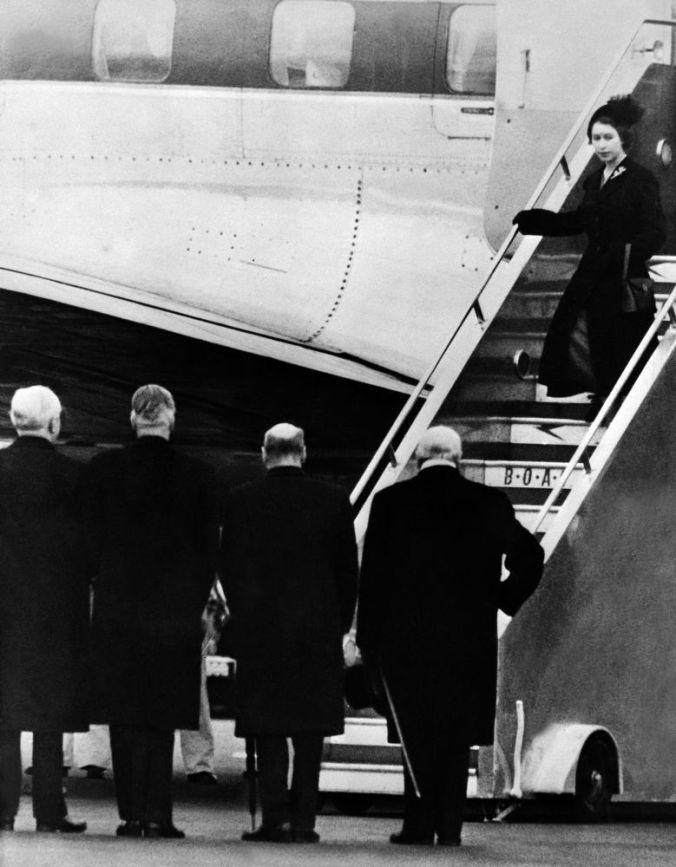 queen elizabeth back from kenya 1952