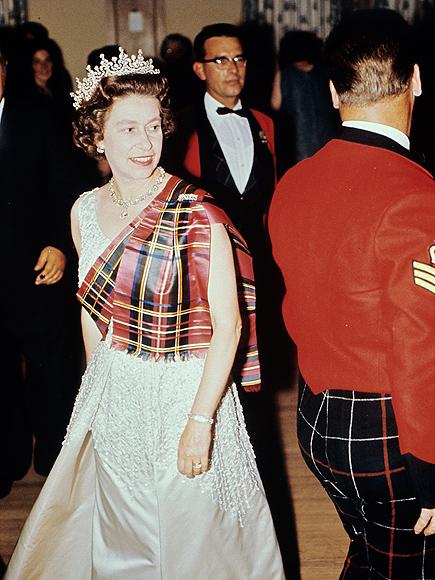 queen-elizabeth-scottish dance