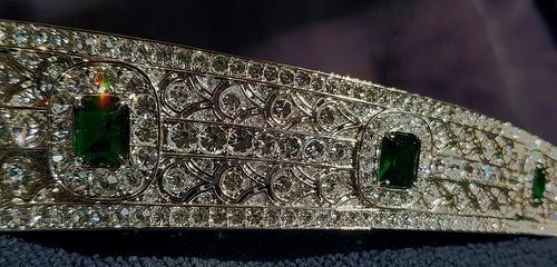 emerald kokoshnik tiara detail