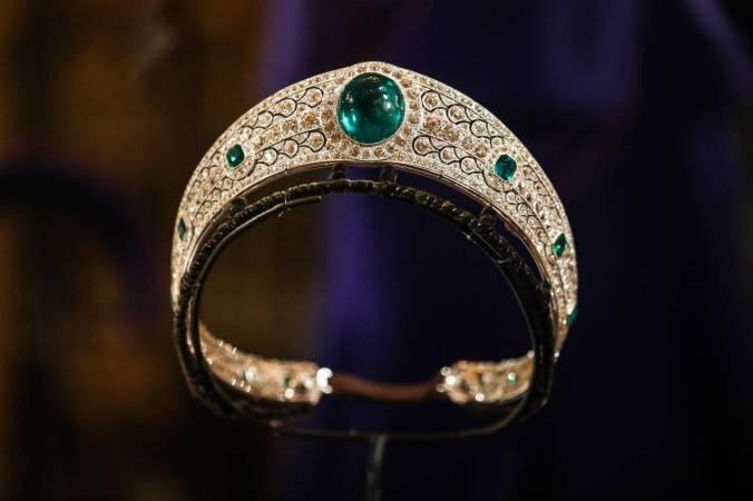 emerald kokoshnik tiara