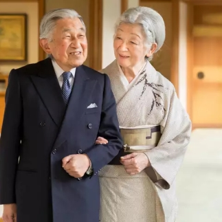 japans-emperor-akihito-with-empress-michiko
