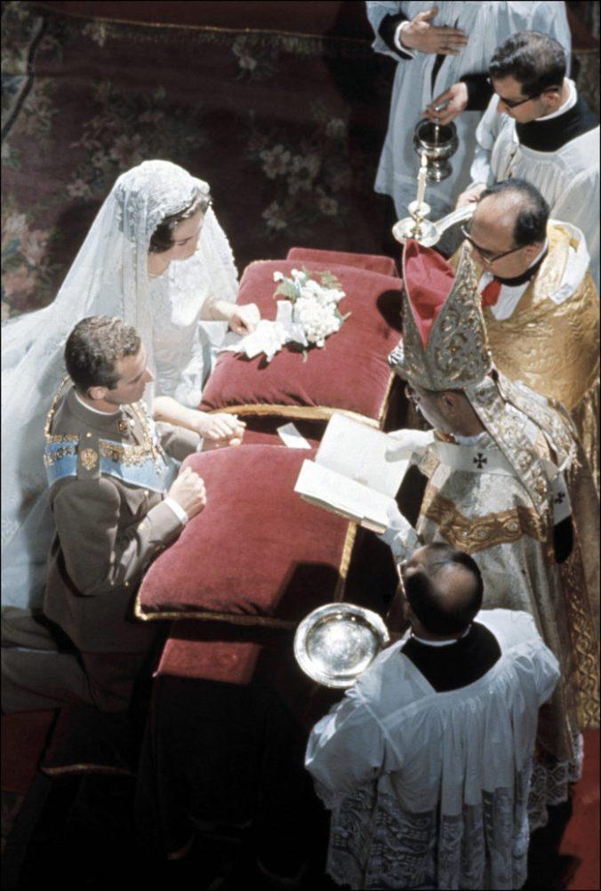 boda-rey-juan-carlos-reina-sofa-20-696x1032