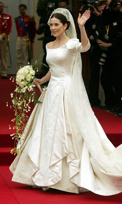 mary wedding dress