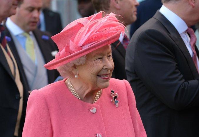 holyrood garden party queen