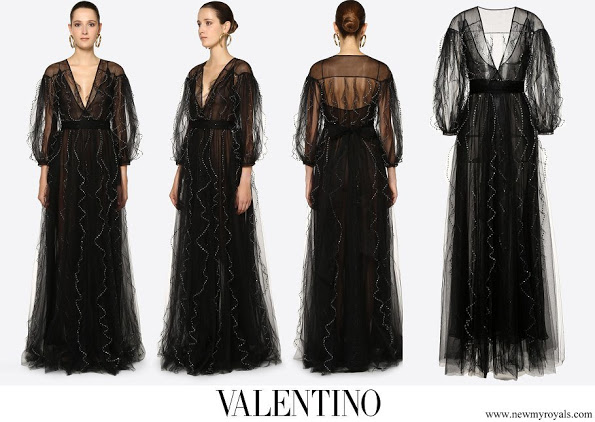 Meghan-Markle-wore-Valentino-Embellished-Tulle-Evening-Dress