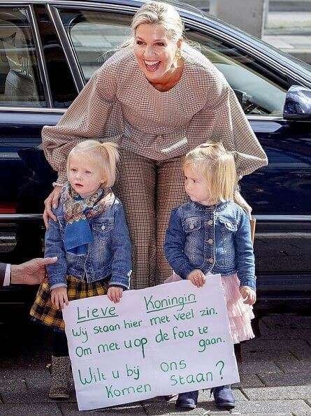 maxima and little girls