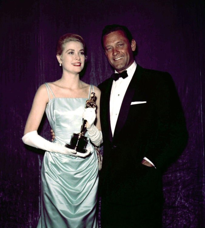 grace kelly oscar.jpg