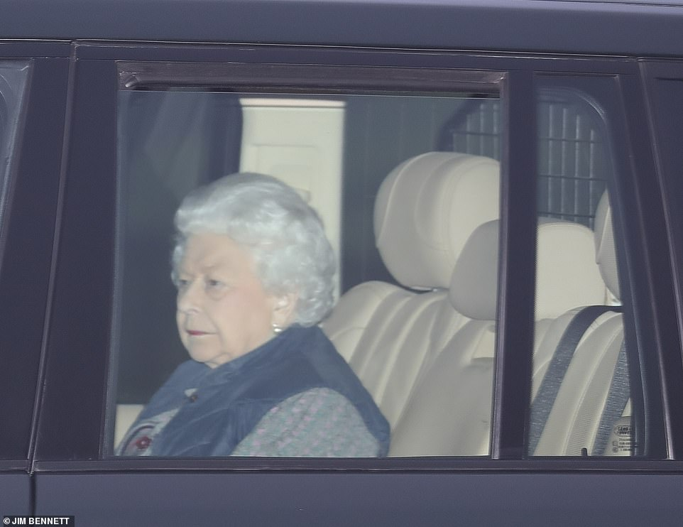 the queen leaving buckingham palace