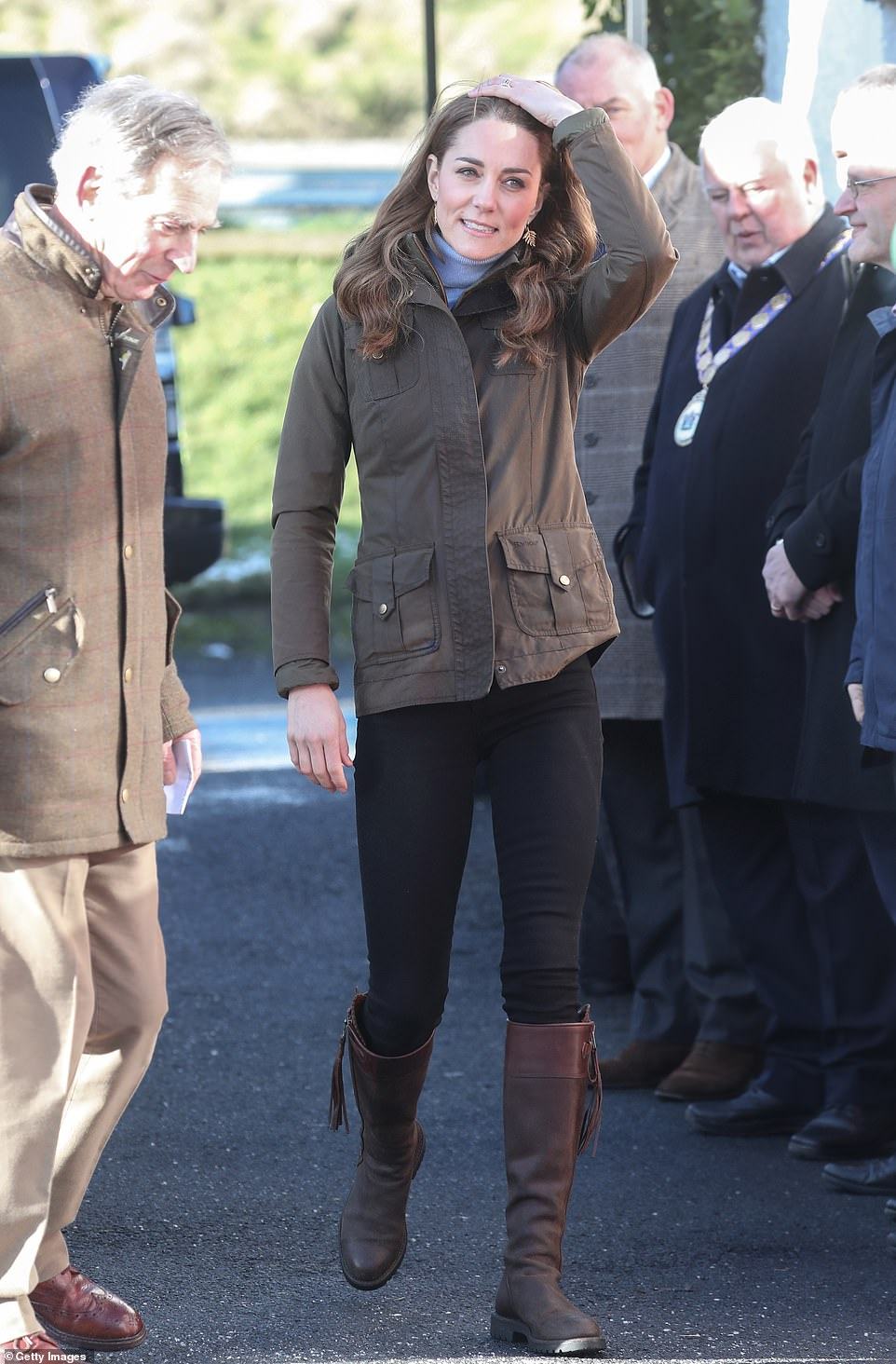 24647966-7995451-The_Duchess_of_Cambridge_cut_a_casual_figure_as_she_arrived_at_A-a-35_1581512609025