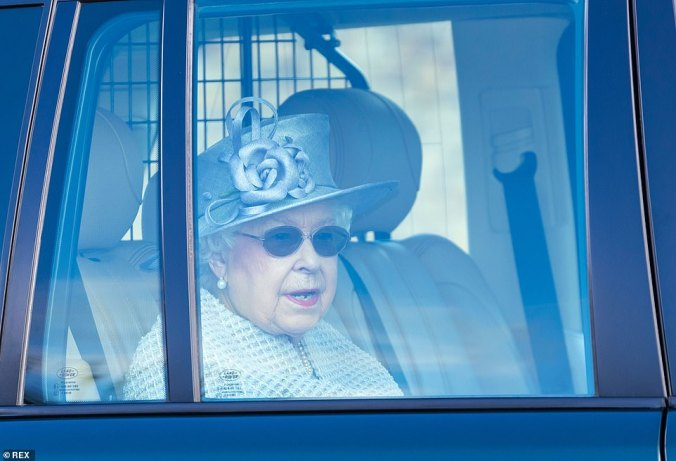 25692406-8088465-Wearing_a_pair_of_sunglasses_the_Queen_looked_excited_to_see_her-a-9_1583671575641