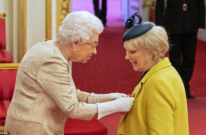 the queen gloves investiture