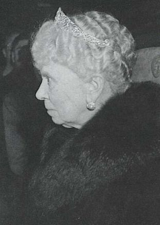 queen mary meghan tiara